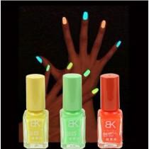 Лак для ногтей, светящийся в темноте