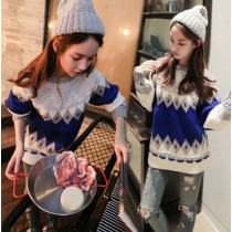 Вязаный свитер бело-синий (едининый размер)